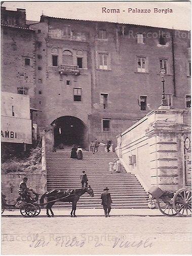 """Via Cavour con la """"scalinata dei Borgia"""", detta anche """"Salita dei Borgia"""", e il palazzo omonimo."""