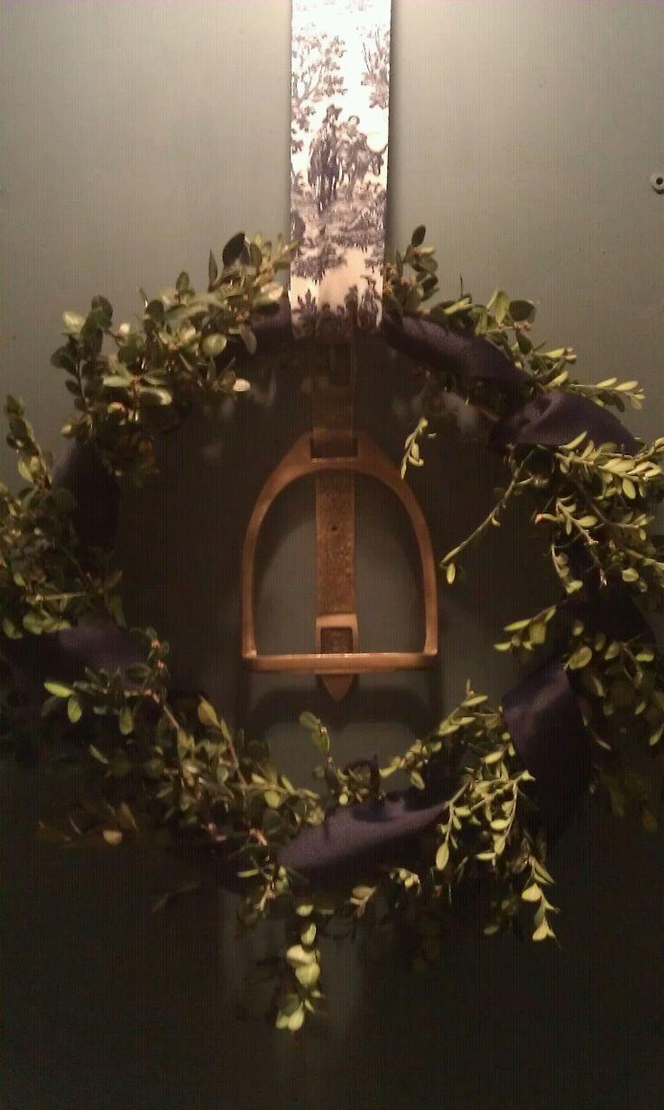 ::..Stirrup Wreath..::