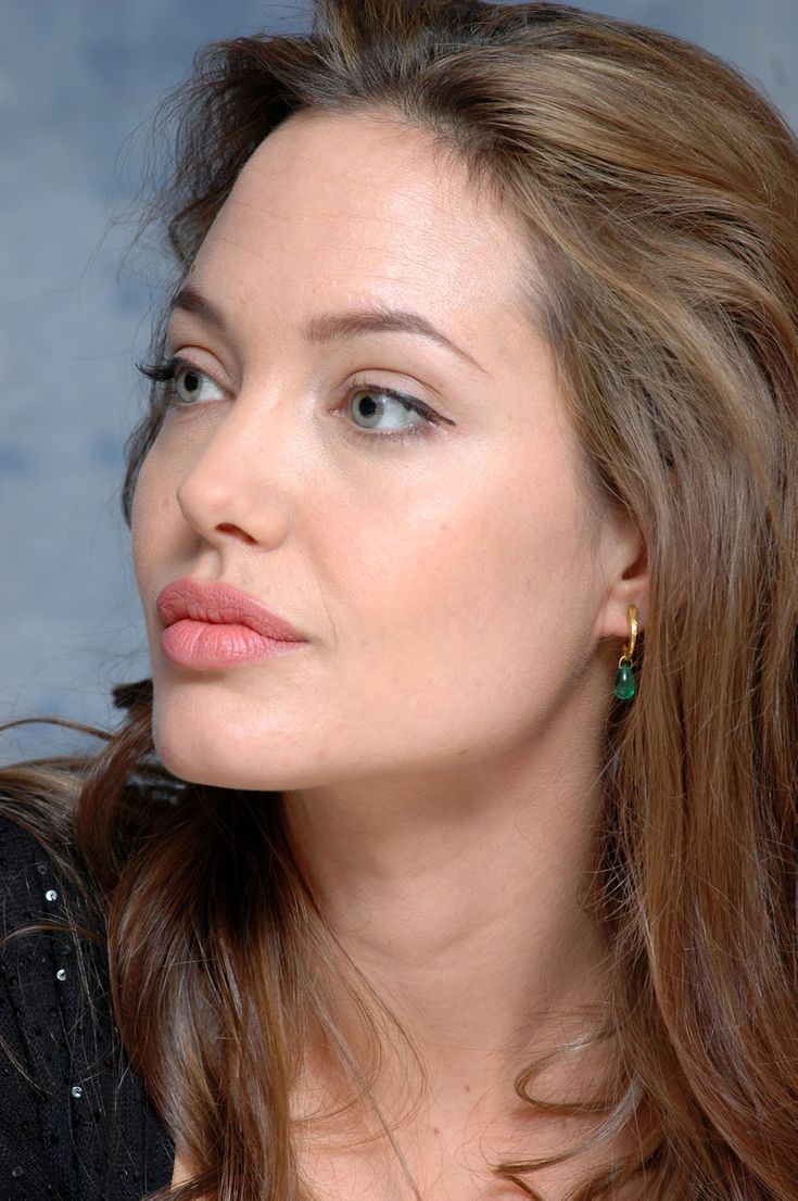 angelina jolie no makeup | Angelina jolie eye makeup,Angelina jolie…