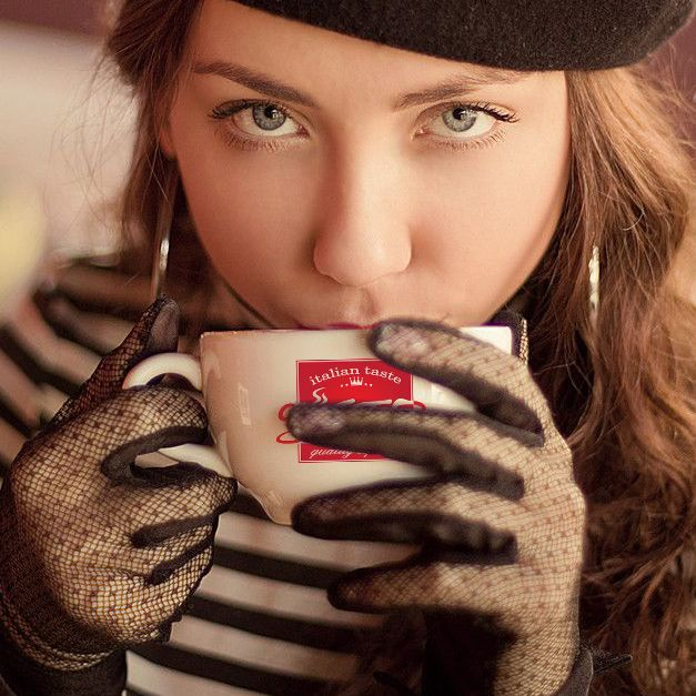 #woman #drinking #Gusto #cafe #coffee #cofc #model #cups #perfect #eyes