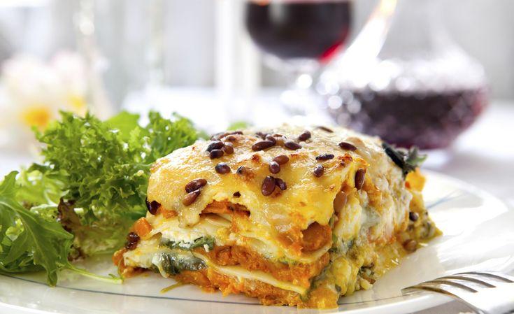 Lasagna vegetariana con pan italiano