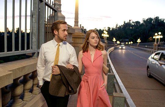 Still of Emma Stone and Ryan Gosling in La La Land (2016)