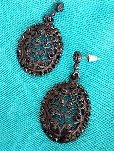 Lovely Victorian drop earrings. $10