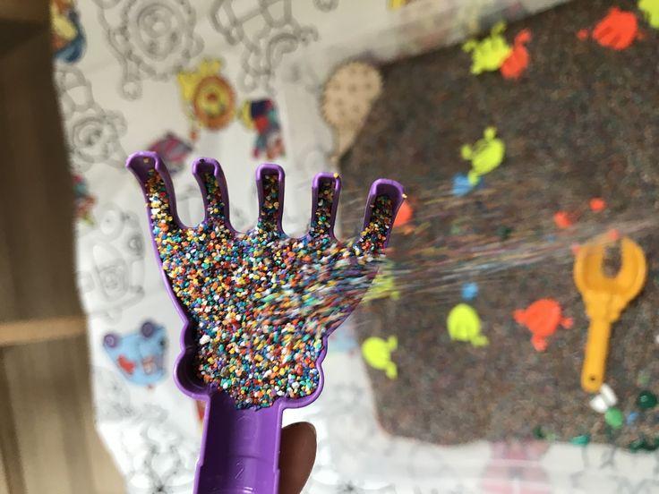 Друзья, хочу обратить Ваше внимание на супер-мега-наборчик #развивающаяпесочница с лягушками прыгунами 🐸- листайте фото👉 Это просто кладезь развивающих занятий в одном подносе😉 Мега-радужный набор #развивающаяпесочница 1470р.👍включает в себя: ✅пластиковая песочница с крышкой ✅3 кг сертифицированной радужного кварцевого песка для детского творчества ✅набор из 10 прыгающих лягушек (просто супер развлечение) ✅набор цветной гальки ✅лопатка и грабельки ✅деревянная заготовка для творчества И…