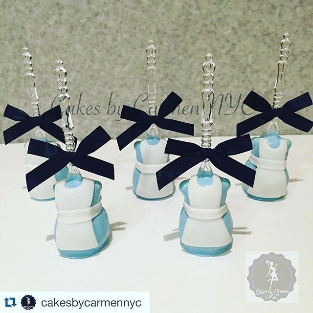 I've posted these cake pops by @cakesbycarmennyc before but these Alice in Wonderland inspired cake pops are so cute I thought it was time again.... for all of you who haven't seen them! Carmen used her snowman cake pop mold to help her get started on the form of the dress. Get your molds at www.MyLittleCakepop.com ・・・ Alice in Wonderland inspired Cake Pops #cakesbycarmennyc #nyc #nycbaker #queensbaker #aliceinwonderland #aliceinwonderlandcakepops #aliceinwonderlandtreats #cakepops…