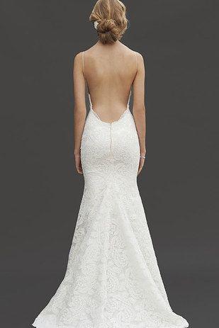 Este corte profundo. | 39 vestidos de novia con detalles de espalda maravillosos que te van a dejar con la boca abierta