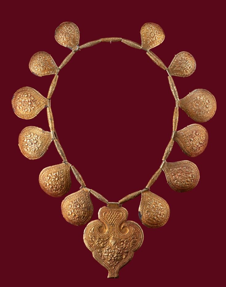 Indonesia ~ Minangkabau | Necklace; gold | Late 19th - early 20th century ||| {GPA}