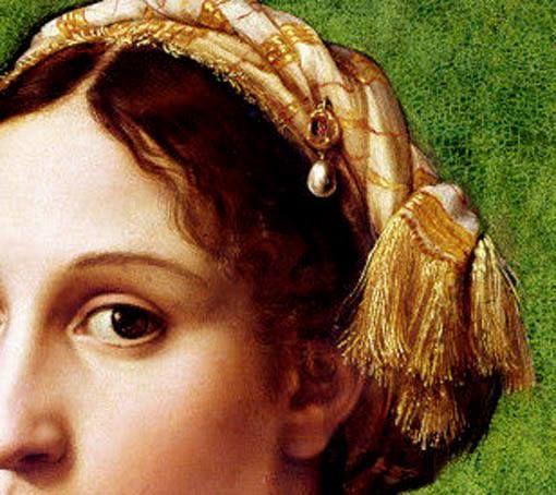 Particolari di opere 3. Raffaello Sanzio: Ritratto di giovane donna (La Fornarina). Olio su tela, del 1518-19. Galleria Nazionale d'Arte Antica, Roma. I capelli leggermente spettinati e la classica sciarpa a righe che andava di moda portare arrotolata sulla sommità della testa; è anche decorata con un pendente. La trovo dolcemente sensuale questa giovane donna, dai grandi e begli occhi che guardano dritti nei tuoi.