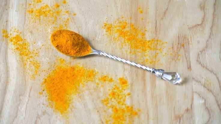 Un té che aiuta a rafforzare il sistema immunitario (zenzero, curcuma, miele)