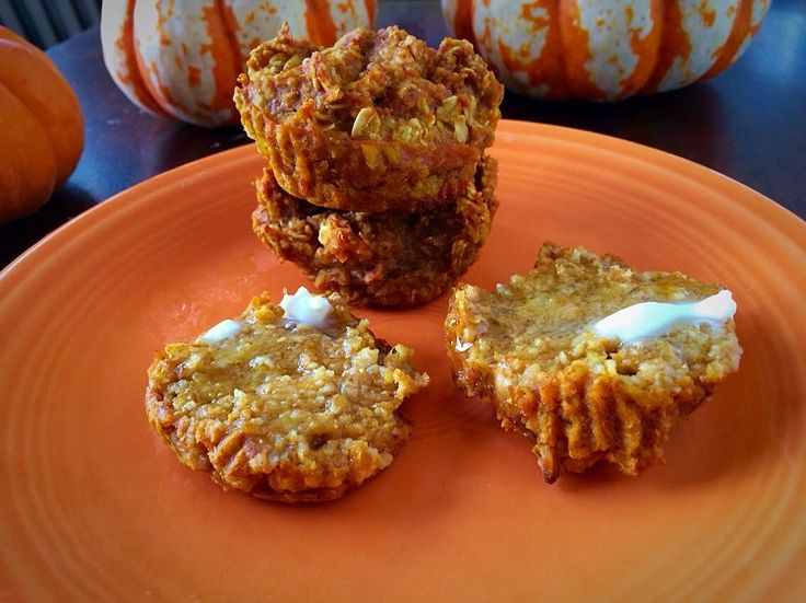 Pumpkin Oatmeal Muffins - Only 6 ingredients and 50 calories per muffin!