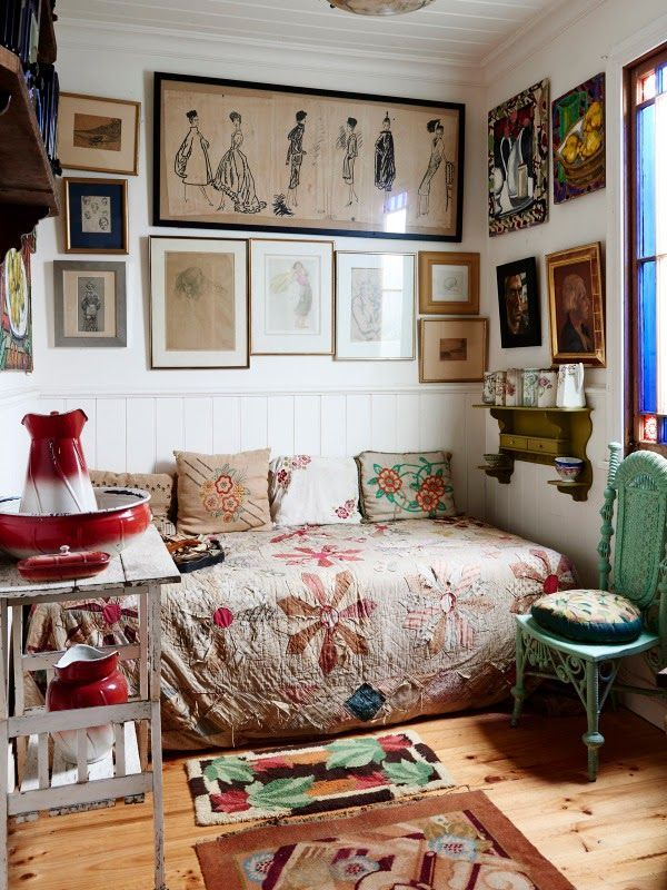 This room makes me want to curl up and read on a rainy day. It's so comfy looking.