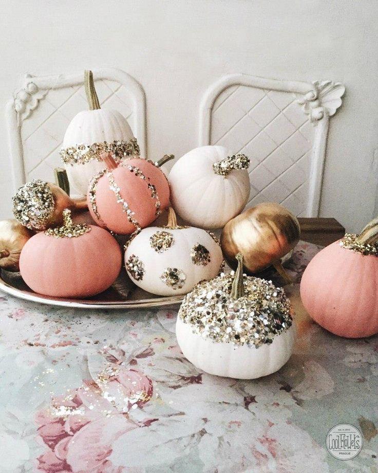 DIY your pumpkin!  #diy #sweethalloween #pumpkinglitter #coolflowers_cz #pragueflowersdelivery #kvetiny #kvetinypraha #dovozkvetin #vazanikytic