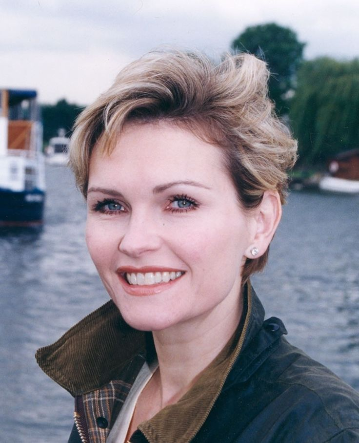 Fiona Fullerton Girls With Short Hair Pinterest