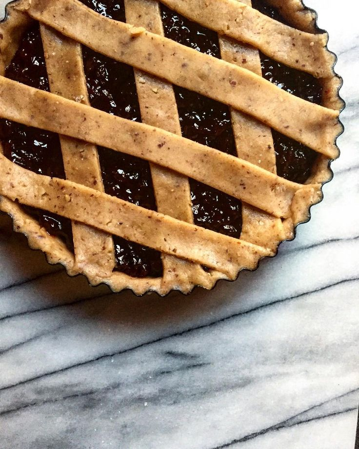 Linzer pastry filled with that plum jammy jam. I did have some cute photos after it came out of the oven on my camera, but then the card reader sh*t itself. So this 'before' photo will do for now 📷🙇🏾♀️ #beurre #melbourne #dessert #patisserie