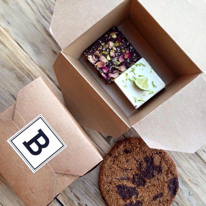 Bertmans Neem nu je favoriete lekkernij mee naar huis in onze mooie bioverpakking  We hebben voor jullie zoetigheden van SUE en Sharp Sharp Food.  Tot snel in Bertmans