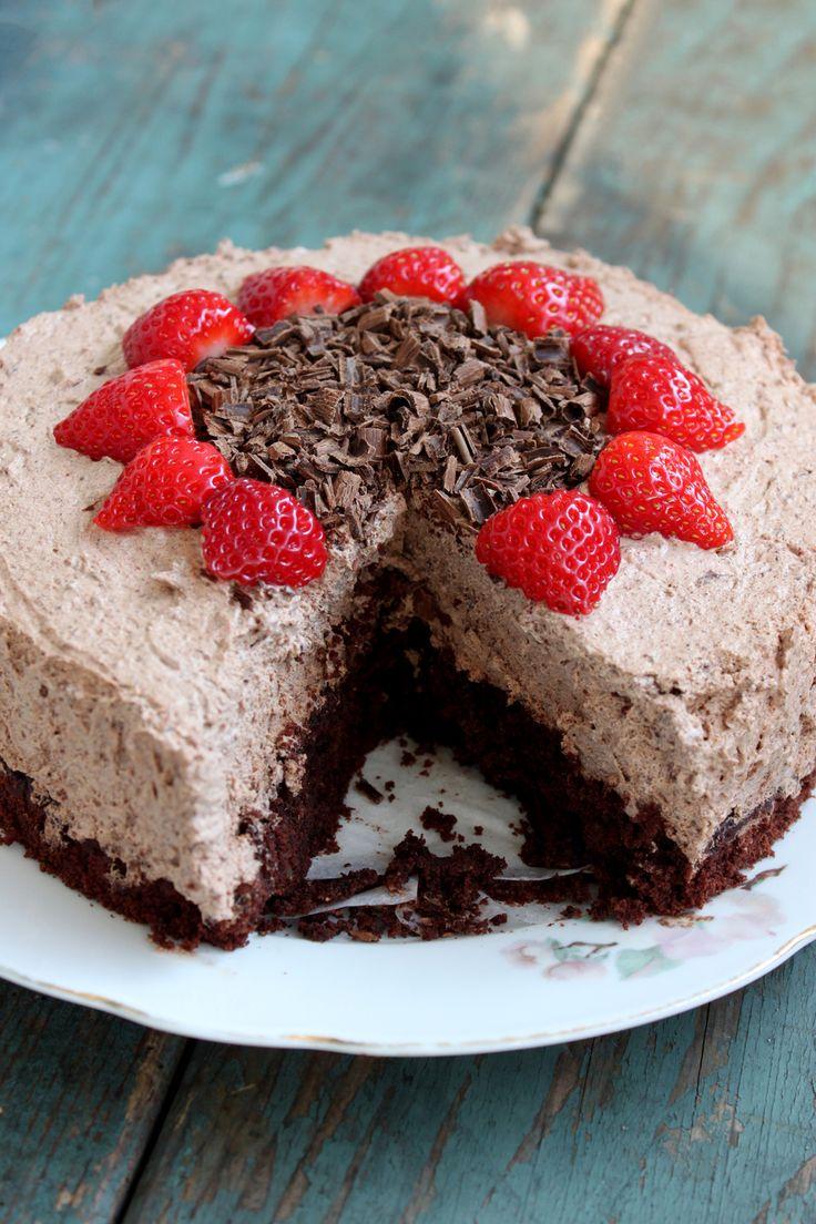 En moussekage er lidt mere særlig end andre kager, og det er ikke umiddelbart mousse, man forbinder med veganske kager.Min hindbærmoussekage er meget populær og med god grund, og nu har jeg så lav…