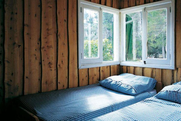Una cabaña rústica y confortable