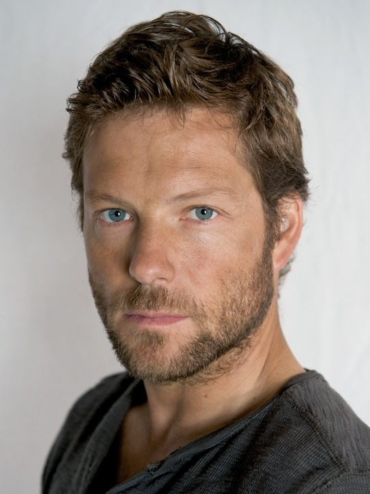 Jamie Bamber - I'd love to touch his face!