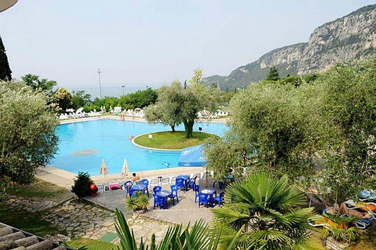 Ferienanlage Parco del Garda am Garda: 2 Schlafzimmer, für bis zu 5 Personen. Ferienanlage mit herrlichem Blick über den Garda See, WIFI / WLAN | FeWo-direkt