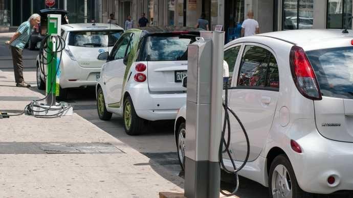 Nouvelles - Québec, première province à obliger les voitures électriques - MétéoMédia