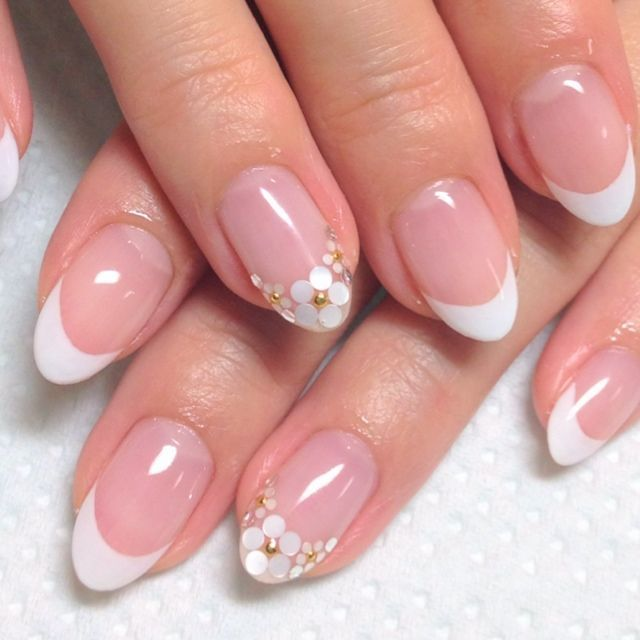 Prom nails flowers