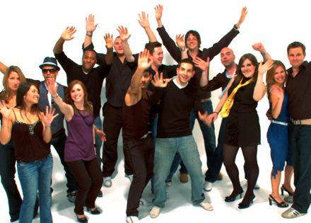 3 féle csapatépítő tréning közül lehet választani: TeamBuilding-TeamSpirit vagy TeamBuilding-CooWorking vagy TeamBuilding-NewConnections