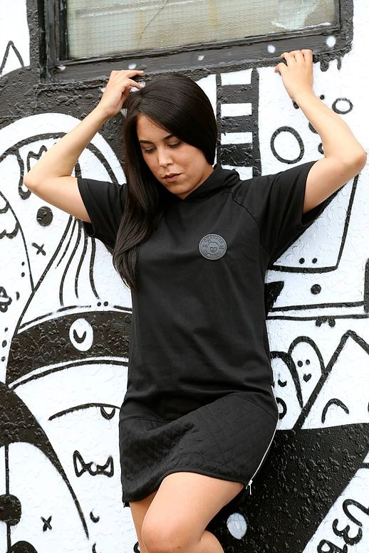 New zealand Maori clothing, clothing designed in New Zealand shipping worldwide. Strong Maori art work, ta moko, New Zealand clothing for the entire family.