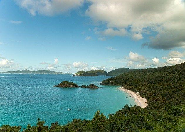 Saint John maakt deel uit van de Maagdeneilanden, een eilandengroep in de Caraïbische Zee. Het is het kleinste van de drie eilanden en bestaat voor 60 procent uit een nationaal park. Kortom, een eiland vol ongerepte natuur.