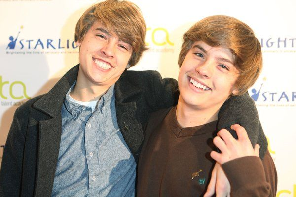 Cole & Dylan Sprouse ROAST Each Other On Twitter ... - YouTube
