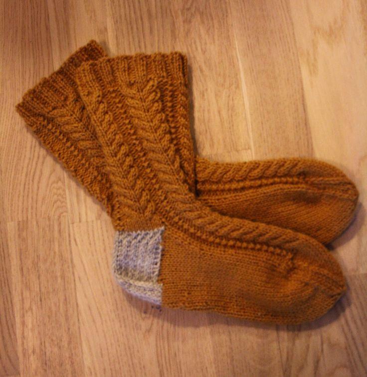 Tuntematon Tuunaaja: Palmikkoneulesukat // Knitted braid socks