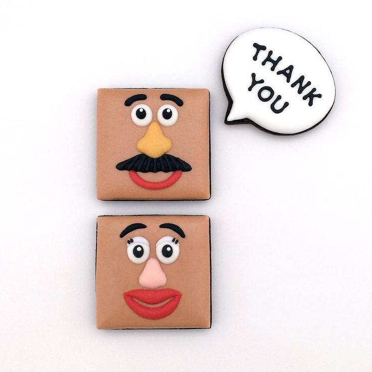 「ポテトヘッド」をイメージしたアイシングクッキー。  #toystory #トイストーリー #ポテトヘッド #クッキー #アイシングクッキー #cookie #cookies #edibleart #decoratedcookie #decoratedcookies #sugarcookie #sugarcookies #icingcookie #icingcookies
