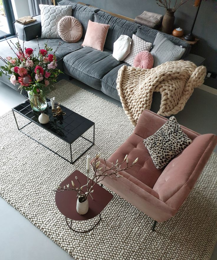 Spring at home with the color pink