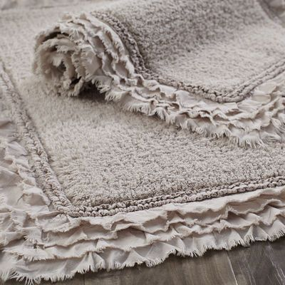 A treat for wet feet, our 100% cotton bath rug is made for long-lasting comfort and easy care. And if you're looking for a little frill, it has a sweet, ruffled border.