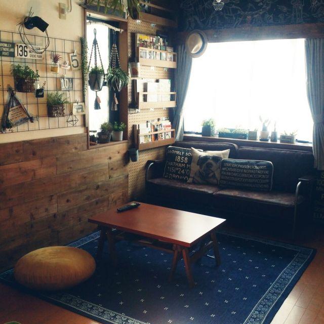 mioさんの、リビング,DIY,ニトリ,フェイクグリーン,いなざうるす屋さん,吹き抜けリビング,板壁DIY,本棚DIY,バンダナラグ,journal standard Furniture,黒板壁DIY,鉄鋼網DIY,のお部屋写真