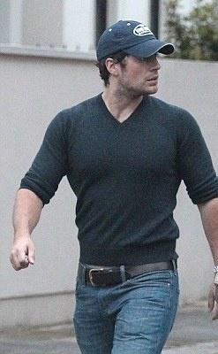 Henry Cavill lookin' deliciously hot!  http://www.dailymail.co.uk/tvshowbiz/article-2190337/Showjumper-Ellen-Whitaker-splits-Superman-Henry-Cavill-heads-Hollywood.html?ito=feeds-newsxml    http://www.facebook.com/HenryCavillFans