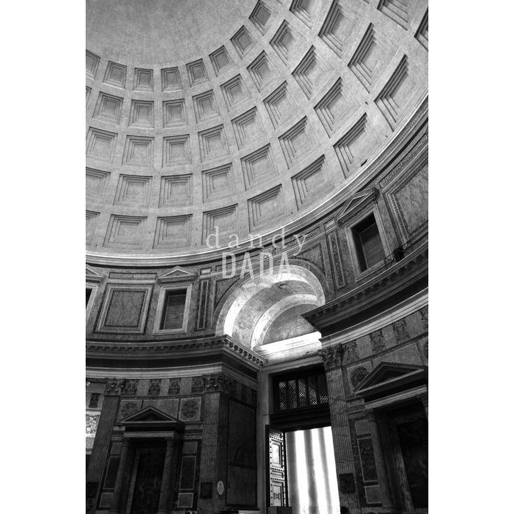 """Dentro il #Pantheon L'opera """"Dentro il Pantheon"""" di Massimo Margagnoni appartiene alla collezione """"Roma"""". #Roma è sempre magica sia di giorno che di #notte. Nella collezione """"Roma"""" il #fotografo Massimo Margagnoni immortala alcuni dei simboli della #città eterna. Un tour pervaso dalla dimensione del ricordo inteso come grande luogo ricco di contenuti estetici da rivalutare. La #fotografia, come una bussola, spinge il fotografo a solcare la #forma e la #luce."""