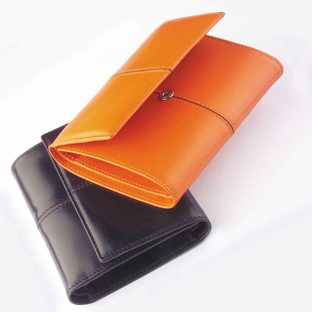 WOMEN'S CARD WALLET  Women's Card Wallet in calf leather. 10×12,5 cm