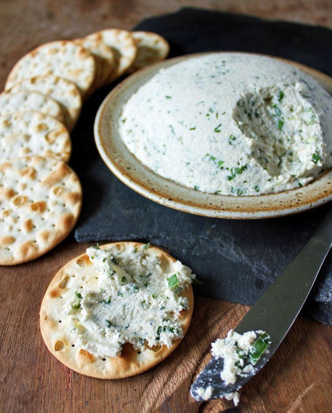 This wonderful cashew cream cheese is so deliciously creamy and spreadable, and packed full of delicious herbsthat packs apowerful flavour punch!