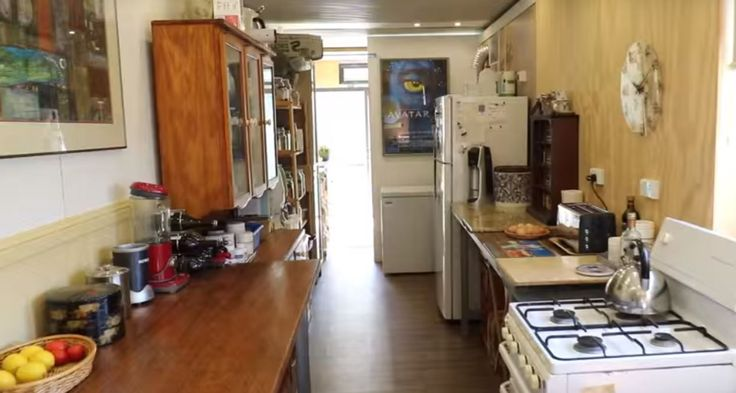 For three and a half years, deep in the Australian bush, Paul Chambers and his wife Sarah have lived in two 40 foot high Off-Grid Shipping Containers. They are entirely off the grid with no municipal power or water source. The couple had lived an ideal life in Scotland, but when Paul received a job … #offgrid #survival #off-grid #Australia #solarpower #solar #homestead