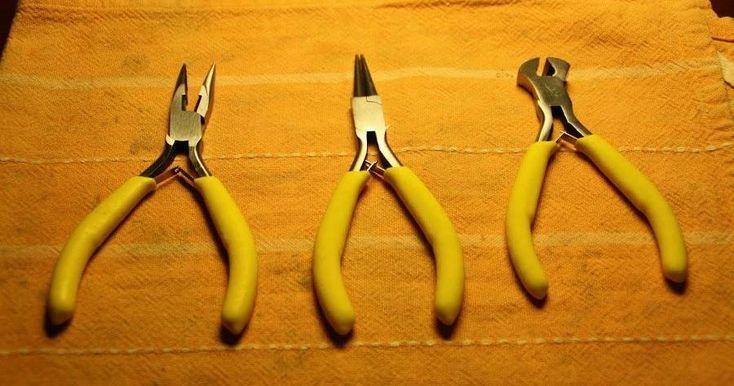 Cómo usar algunas de las herramientas básicas en la bisutería