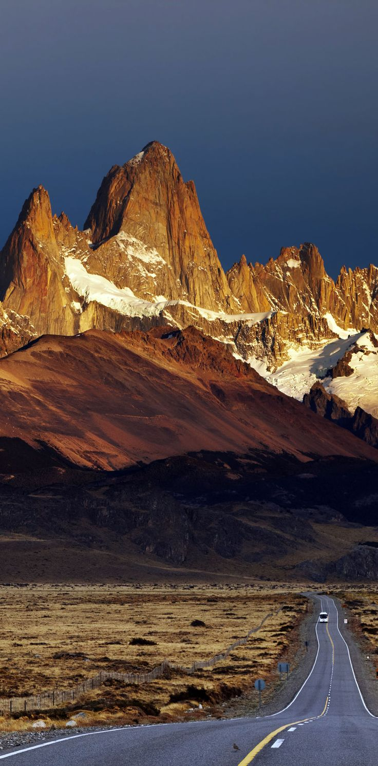 Road to Mount Fitz Roy. Los Glaciares National Park, Patagonia, Argentina