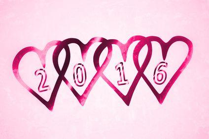 Die Jahreswende rückt in greifbare Nähe und wir fragen uns alle wie 2016 die Aussichten auf eine neue Liebe, einen neuen Job oder allgemeine Veränderungen in unserem Leben stehen. Jedes Jahr birgt neue Chancen – man muss sie nur erkennen und ergreifen. Es gibt eine Möglichkeit sich auf die kosmischen Ereignisse des neuen Jahres vorzubereiten und einen Blick auf die verborgenen Geheimnisse zu erhaschen – das Jahreshoroskop! #jahreshoroskop #horoskop #liebeshoroskop #2016 #astrologie