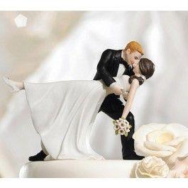 <p>Een prachtige taarttopper voor je bruiloft!</p> <p>Geniet jij ook altijd zoveel van die films waarin ze prachtig romantisch kunnen dansen? Of misschien dansen jullie samen wel de sterren van de hemel! Dan is deze taarttopper echt iets voor jullie bruiloft.</p> <p>Een dansend koppel bovenop je bruidstaart, die elkaar verliefd aankijken en de bruidegom haar leidt in deze dans. Deze taarttopper is gedetailleerd afgewerkt met mooie schoenen voor de bruid en een prachtig bruidsboeket. ...