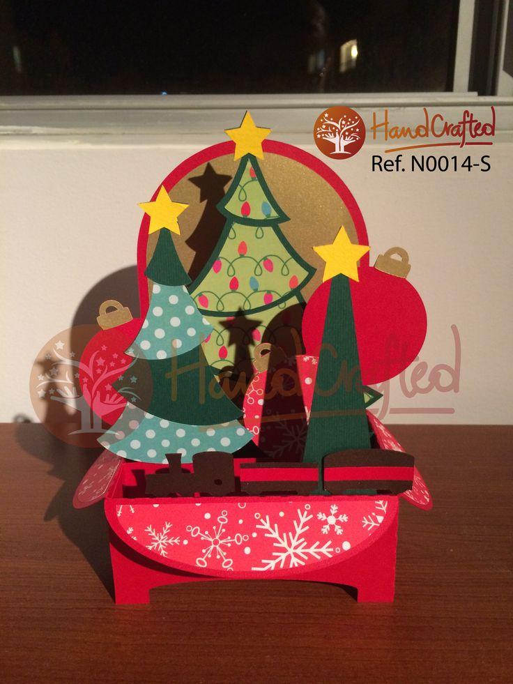 Tarjeta de navidad expandible, con impresion. Excelente para regalar a tus seres queridos, amigos o empresariales. Las medidas son: Alto: 25 cm, Ancho: 12 cm Profundidad: 12 cm.