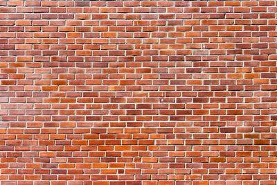Typisches Backsteinmauerwerk ist rot und besteht aus