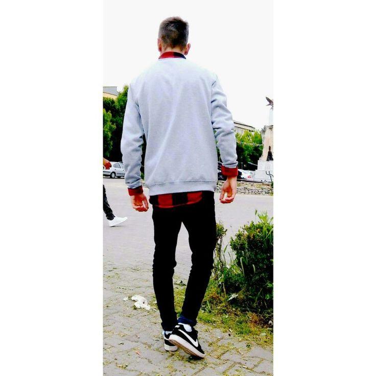 #bluza gri #camasarosu/negru #blugi negri #adidasinike #negru/alb