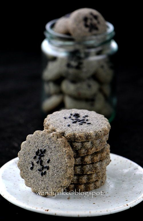 A simple black sesame cookie with only 4 ingredients, that is if you find toasting the sesame not difficult :) Black may not look auspici...