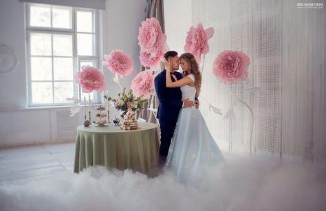 Жених и невеста. Фотосессия в фотостудии с декором
