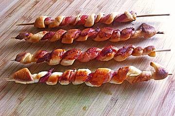 Gegrillte Teigspieße mit Bacon und Knoblauch