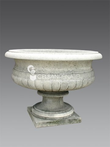 #stone #vase.We reproduce vases, finials and #baskets in Vicenza stone.